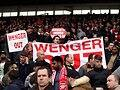 "Arsenal-Fans protestieren mit ""Wenger out""-Transparenten gegen den Trainer. Foto: Nick Potts"