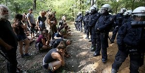 Hambacher_Forst_Polizei_Demonstranten