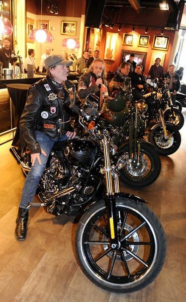 harley dome cologne motorrad treffen erstmals in k ln. Black Bedroom Furniture Sets. Home Design Ideas